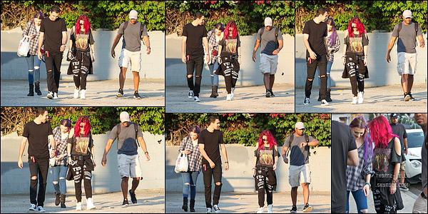 14/07/17 : Bella a été aperçue quittant son domicile afin de se rendre à un cours de sport, dans Los Angeles. Elle a ensuite été vue arrivant à la salle de sport. Concernant la tenue, vous l'aurez remarqué c'est une de sport donc aucun avis...[/font=Arial]
