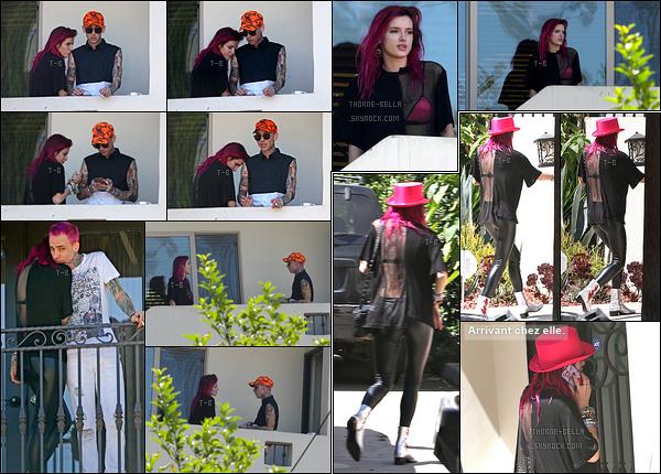 20/07/17 : Bella et le rappeur Blackbear ont été repérés sur le balcon de leur chambre d'hôtel, à Los Angeles. Alors couple naissant ou juste amitié améliorée ? Seul l'avenir nous le dira. Mais de vous à moi, que pensez-vous de ce rappeur ?[/font=Arial]