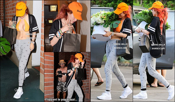 31/08/17 : Bella a été vue alors qu'elle quittait son domicile en compagnie de sa meilleure amie à Los Angeles. C'est dommage que Bella se cache sous sa casquette, car sinon le reste de la tenue est passable... Je trouve que tout ça s'améliore ![/font=Arial]