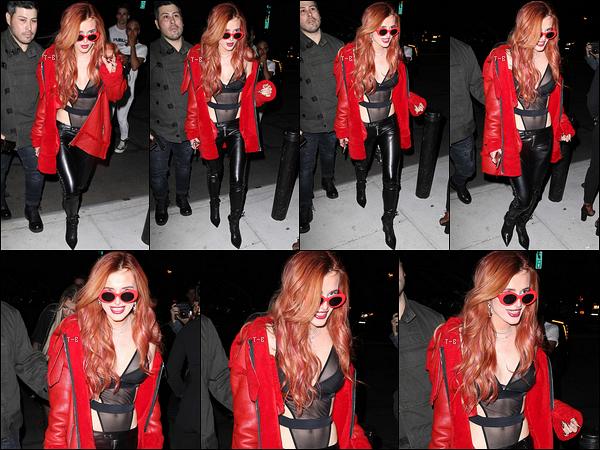 07/09/17 : Notre miss a été vue arrivant à la soirée de lancement du livre de Mert & Marcus, dans New York. Son body est affreusement moche. Décidément, Bella a un style bien particulier. Par contre, j'aime beaucoup son manteau rouge.[/font=Arial]