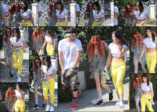 01/10/17 : Bella et ses amis, dont Kyra, se rendaient au Fyman Canyon pour s'y balader, dans Los Angeles. Rien de tel qu'une balade au grand air pour se ressourcer. Concernant la tenue, ça passe. Ce n'est pas sa meilleure mais y a pire.[/font=Arial]