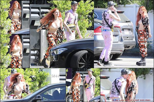 12/09/17 : Bella et le chanteur Lip Peep ont été aperçus quittant le domicile de l'actrice, à Sherman Oaks. (LA) Pour ceux qui n'auraient pas vu mon message sur la photo, je NE SAIS PAS si les deux sont en couple. Sinon, je n'aime pas sa tenue.[/font=Arial]
