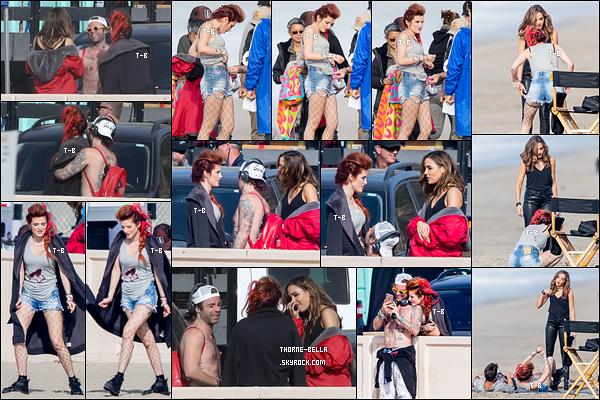 13/11/17 : Notre très chère Bella Thorne a été aperçue sur le tournage de la série Famous In Love, à Malibu. Elle avait l'air de partager une scène avec Georgie et Carter sur une plage de Malibu. Et son boyfriend est venu la voir au travail.[/font=Arial]