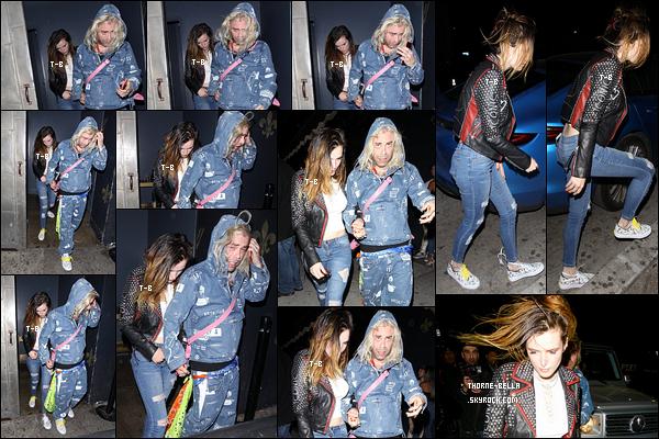 10/04/19 : La miss Thorne et son copain, Modsun, ont passé leur soirée au Warwick qu se trouve à Hollywood. Je suis très contente de voir que Bella se remet à porter des tenues plus simple et dans son ancien style... Un beau top pour ma part ![/font=Arial]
