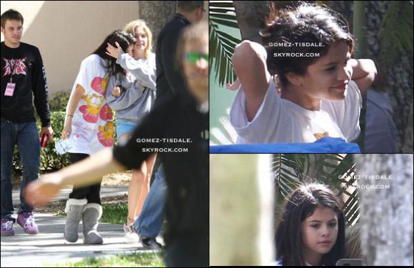 05/03/12 : Selena Selena a été vue sur le tournage de son prochain film 'Spring Breakers avec Ashley Benson et Vanessa Hudgens qui est devenue blonde (mon avis, je préfère Vanessa en brune qu'en blonde, sa lui va pas et toi, t'en penses quoi ?)