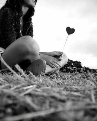 Il y a forcement quelqu'un qui t'attend quelque part  Ne désespère pas  Il met juste un peu de temps à arriver.