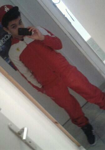 Tout en rouge :-P ( casque LA veste Ferari survette Tacchini )