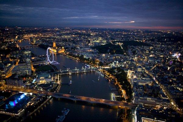 """""""Y'a des moments de notre vie que nous n'oublieront jamais."""" Angleterre, Londres <3"""