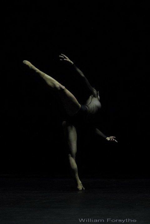 """(1760, Noverre):""""Rien n' est si nécessaire que le tour de cuisse en dehors pour bien danser, et rien n'est si naturel à l'homme que la position contraire"""".   Martha Graham: """"Les grands danseurs ne sont pas grands à cause de leur Technique, ils le sont grâce à leur Passion"""""""