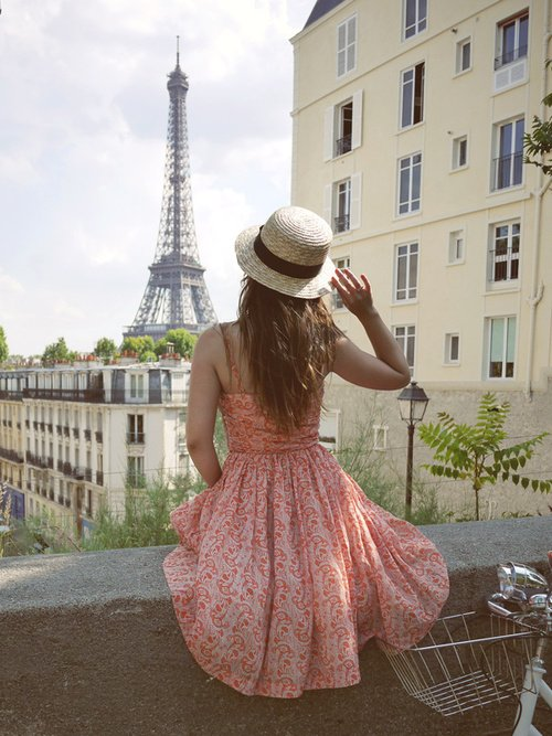 'cause darlin' you know that in Paris we can realize our dreams ;)