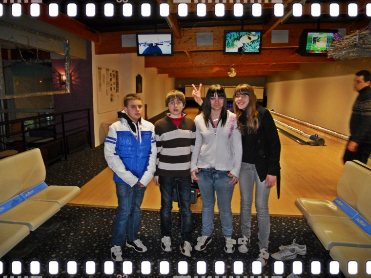 (l) (l)  Les Deux Soeurs avec les Italiens  :) au bowling