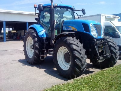 Dans un garage 2011: new holland t7030!!!