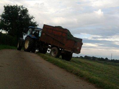 Ensilage d'herbe 2011: avec une mengele sf300!!!