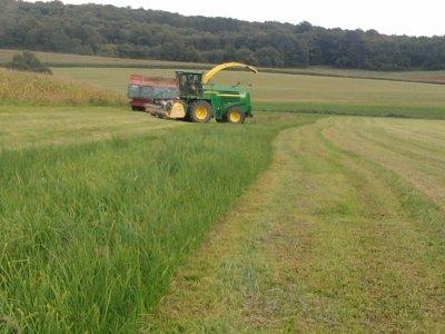 Ensilage d'herbe 2011: avec une john deere 7400!!!!