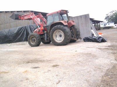 Tassage de maîs et d'herbe 2011: avec un case ih cs120 et un lambourgini!!!