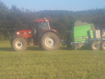Pressage-enrubanage 2011: avec un case ih cvx 195!!!