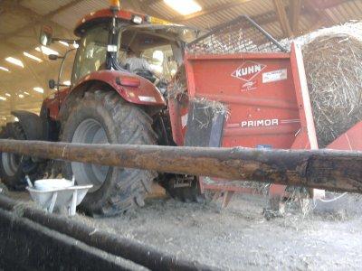 Paillage 2011: avec un case ih 165 puma!!!