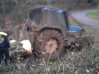 Débardage des grumes 2011: avec un new holland 8560!!!