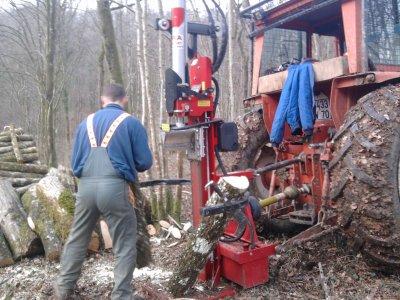 Fendage de bois 2012: avec un renault 751!!!