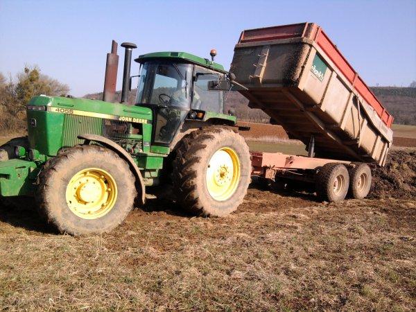 Benne en dépôt 2012: avec un john deere 4055!