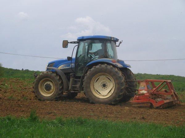 Passage de la herse rotative 2012: avec un new holland ts115!!!