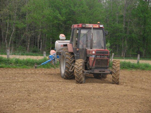 Semis de maïs 2012: avec un case international 845 xl !!!