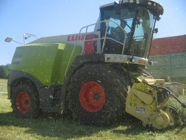 Ensilage d'herbe 2012: avec une claas jaguar 940!!!