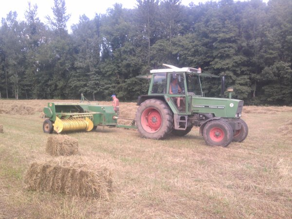 Pressage 2012: avec un fendt farmer308ls turbomatik!!!