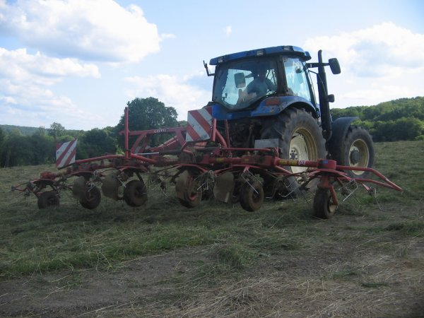 Fanage 2012: avec un new holland ts115!!!