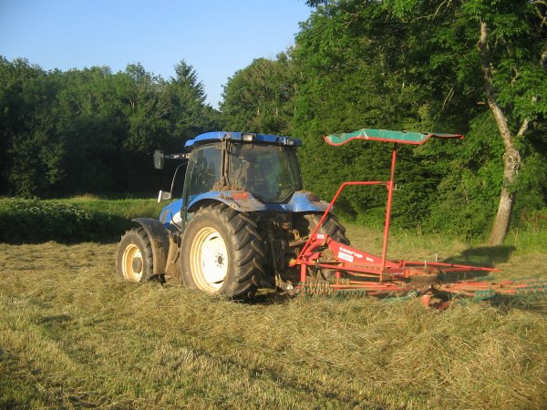 Andainage 2012: avec un new holland ts115!!!