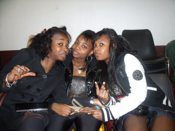 ==) .. The Girles aNd JuST My LOve  !!! (==