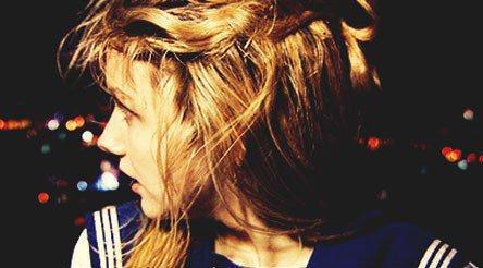 Tu me soule , je ne peux plus te voir , ton visage m'donne envie de vomir . Loin de toi tout va bien .Tu veux savoir pourquoi ? Parce que je t'aime et tu ne le voit pas ..