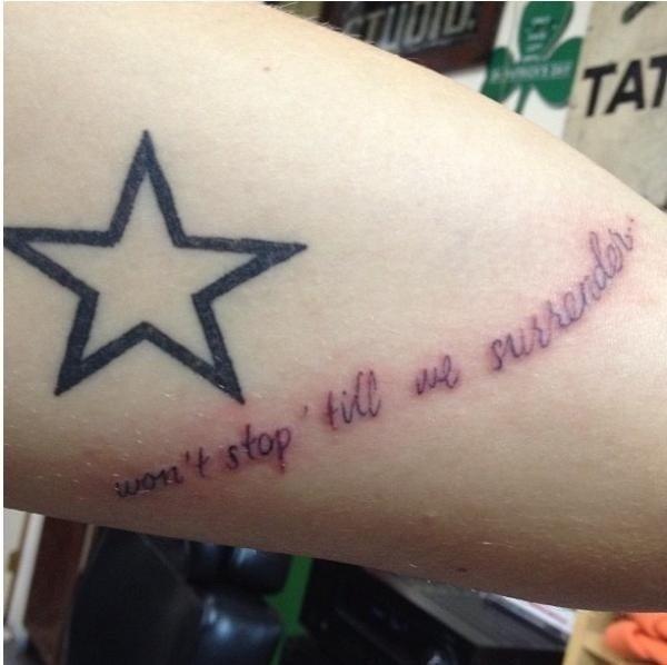 Harry a un nouveau tatouage :)
