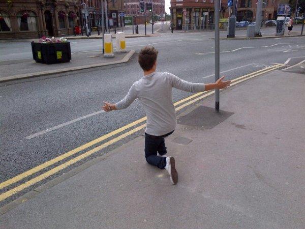 LoL Liam qui fait du stop XD