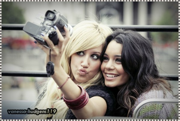 Photo Souvenir : Vanessa Hudgens & Ashley Tisdale  ♥