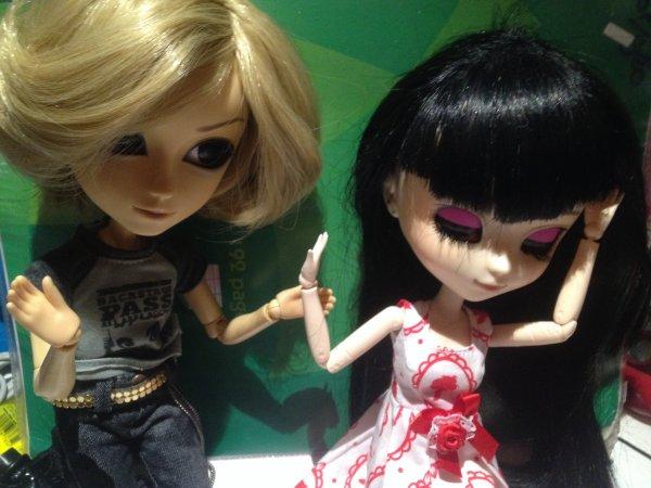 Séance photo d'Alice avec intrusion d'Axel (autorité 0 .______.) [souite /olé/]