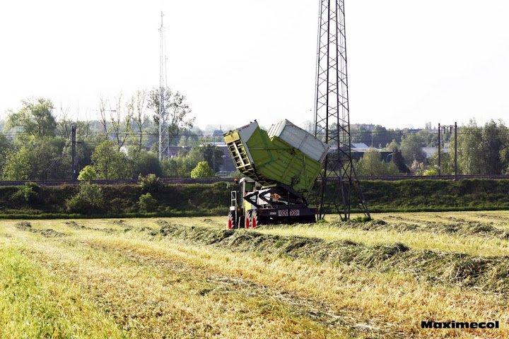Ensilage d'herbe 2012 avec Philippe Clément