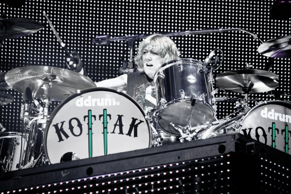 James Kottak !! ddrum - solo by Kottak - scorpions