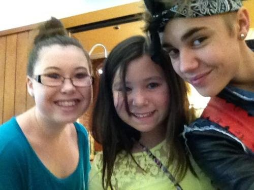 Justin today with fans at LAX