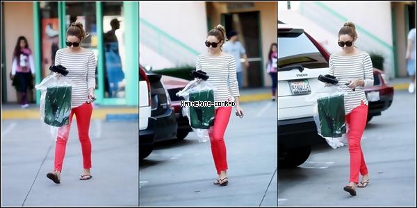 Le 10 Février, Lauren a été aperçu récupérant des vêtements au pressing dans West Hollywood.