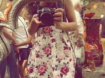 Les miroirs réfléchissent trop. Ils renversent prétentieusement les images et se croient profonds.