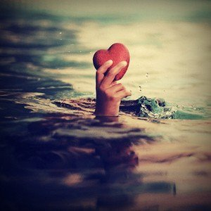 > J'ai le coeur comprimé par le poids de ses absences. <