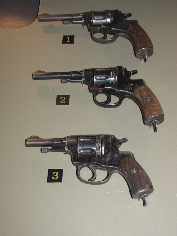 NAGANT  M1895 ( BELGE )  REVOLVER