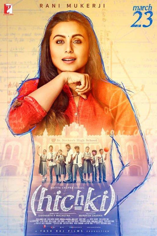 Magnifique film Résumé   Naina Mathur ( Rani Mukerji ), une enseignante en herbe avec un baccalauréat et une maîtrise , souffre du syndrome de Tourette . Son état l'amène à faire des sons incontrôlables assimilés à un hoquet. Bien qu'elle n'ait pas réussi depuis cinq ans à décrocher un poste d'enseignante, elle est soutenue dans ses ambitions par sa mère ( Supriya Pilgaonkar ) et son jeune frère ( Hussain Dalal ). Il est révélé que son père ( Sachin Pilgaonkar ) a divorcé de sa mère plusieurs années plus tôt, c'est pourquoi la relation de Naina avec lui est tendue. Durant son enfance, elle a été expulsée de plusieurs écoles et a vu ses parents se disputer pour savoir si elle était normale ou spéciale. Un jour, Naina reçoit une offre d'enseignement à la prestigieuse St. Notker's School, un travail qu'elle avait déjà appliqué à 5 reprises. Lorsqu'on lui a demandé pourquoi elle était si persistante pour l'école en question, Naina explique qu'elle est elle-même diplômée de St. Notker et a été inspirée par M. Khan ( Vikram Gokhale ), un ancien directeur. Il avait cru en elle et avait annoncé qu'elle ne serait jamais expulsée pour être différente. La confiance inébranlable de Naina impressionne le comité d'école actuel et ils l'assignent à 9F, une nouvelle section de classe. Il est révélé que l'école cherchait désespérément à l'embaucher car tous les autres enseignants n'avaient pas réussi à faire coopérer la classe. Naina remarque que les étudiants sont indisciplinés, se conduisent mal et sont visiblement différents. Shyamlal, le péon de l'école ( Asif Basra ), lui révèle que les étudiants du 9F appartiennent à des familles d'un bidonville voisin et qu'ils ont été admis pour remplir le quota prescrit par le gouvernement pour les défavorisés.  Le premier jour de cours, les élèves de Naina imitent ses sons et se moquent d'elle. Elle décide de les enseigner de manière interactive, déterminée à faire preuve de résilience face à la classe. Les étudiants la farcissent avec de 