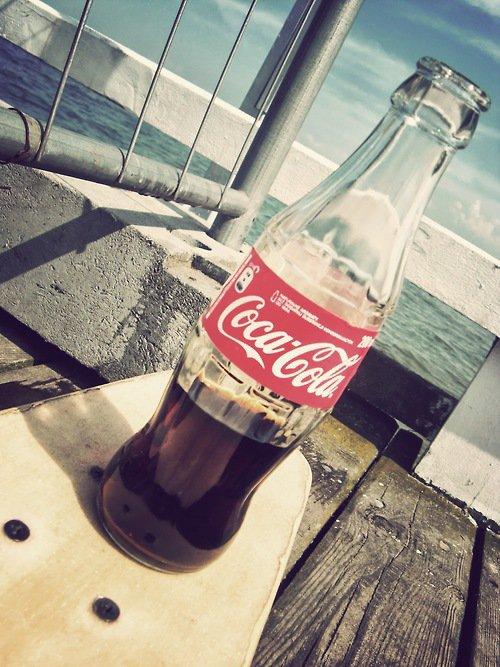 c'est juste la bouteille de coca light la plus mignonne du monde :D
