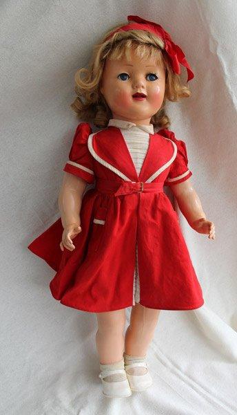 Florence 1957  57 cms avec sa robe d'origine