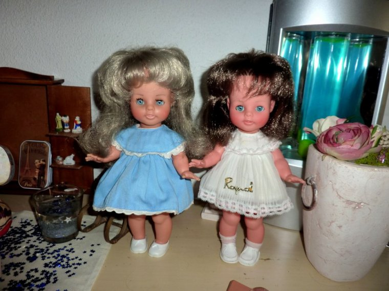 PRINCESSE 1969  28cms avec leur  tenue d'origine