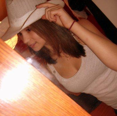 Lisa Yates 0n facebook .. }  16 ans & Italienne .