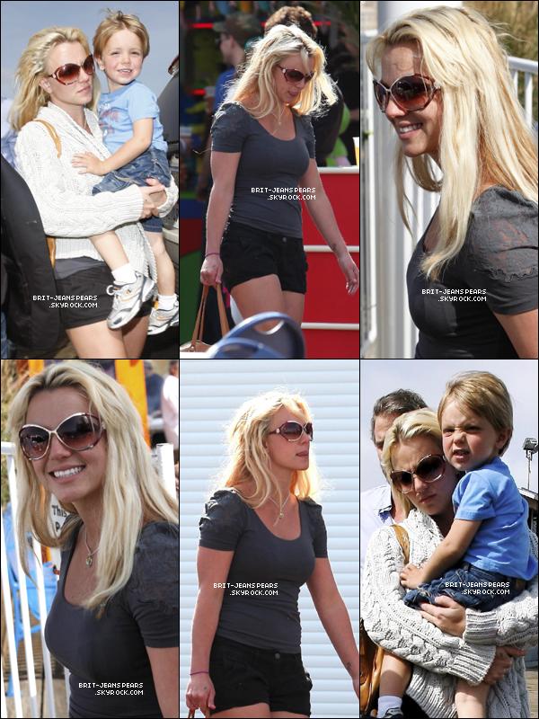 . Britney et sa famille étaient dans un parc d'attractions à Santa Monica, le 1er juin. .