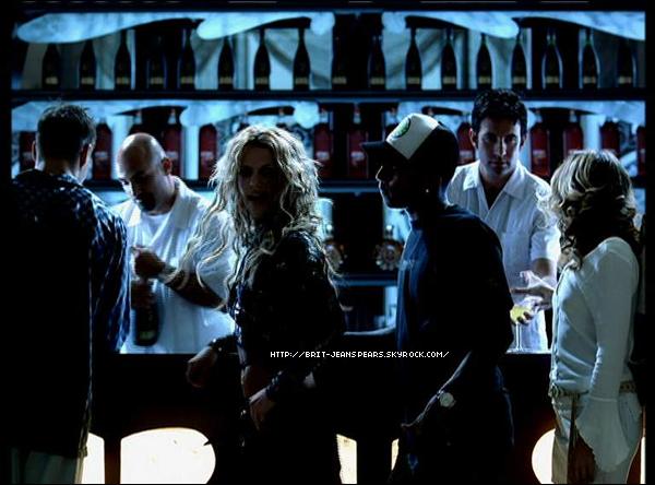 """. D'après le message d'Adam Leber posté le 4 novembre sur Twitter, ils auraient déjeuné ensemble le midi-même. . Pharell Williams, qui a déjà collaboré avec Britney notamment sur le titre Boys, déclare """"discuter avec Britney Spears"""" au sujet du prochain album. Sa participation n'est donc pas encore officielle ... ."""